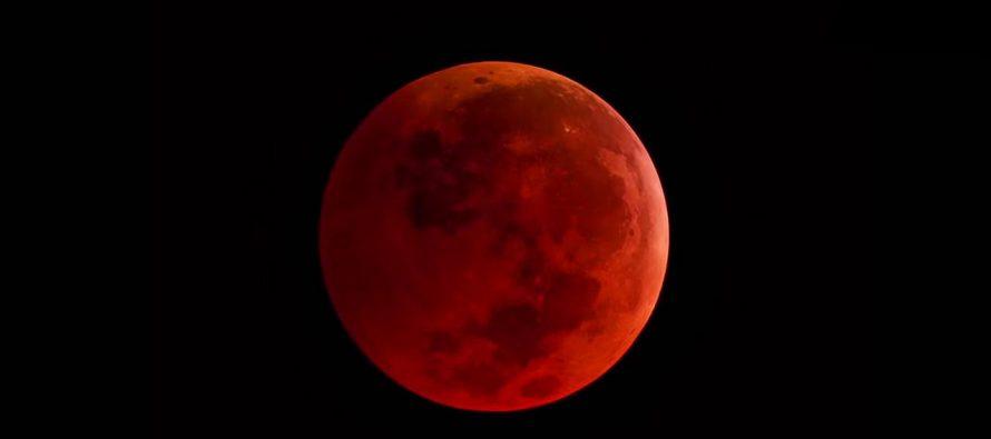 Potpuno pomračenje krvavog meseca