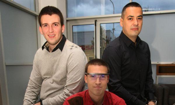 Tim naučnika sa svojim proizvodom. Foto: Petar Dimitrijević