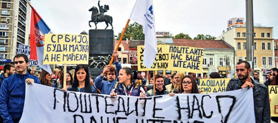 Studenti protestuju ispred Ministarstva