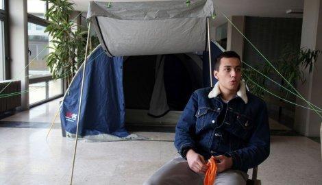 Studenti spavaju u šatorima na fakultetu. Foto: Blic
