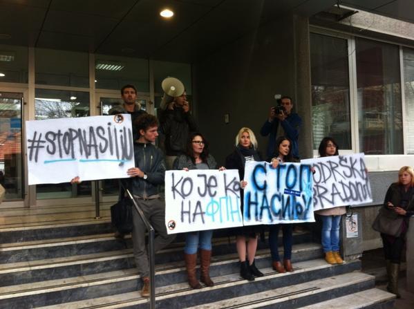 Studenti protestuju ispred FPN-a. Foto: Twitter
