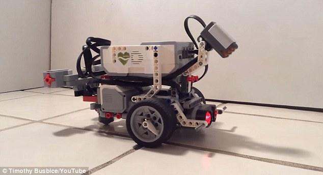 Lego robot u koga je ubačen digitalizovani mozak crva. Foto: Youtube