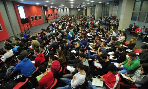 Studenti na konsultacijama. Foto: R. Getel/24 sata