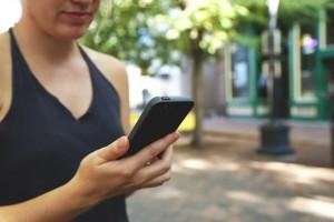drzanje-mobilnog-telefona