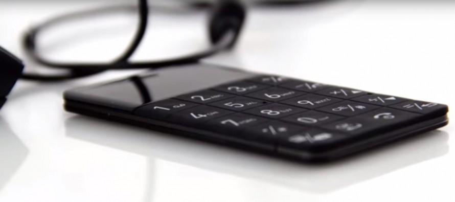 Savremeni telefon bez operativnog sistema i aplikacija