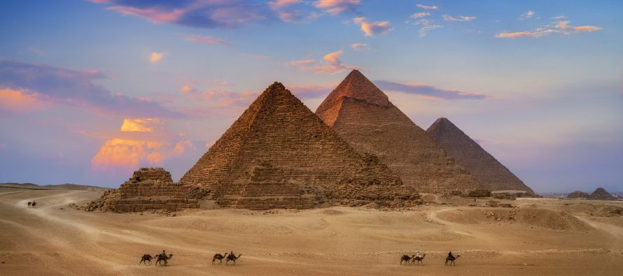 Ko je ustvari gradio piramide?